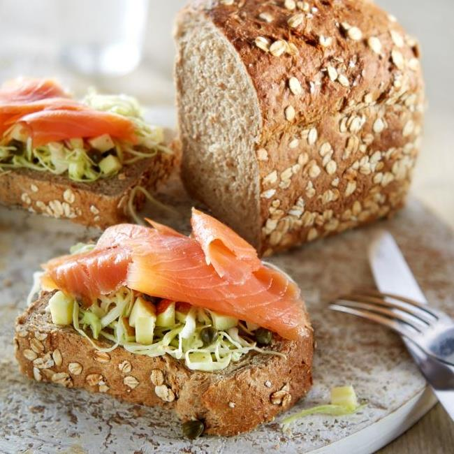 Teffbrood sandwich met zalm